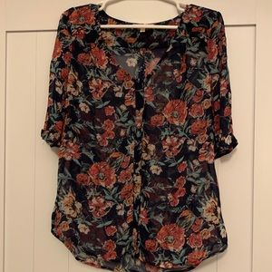 Floral blouse size small 🌸